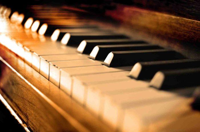 پیانو چیست و انواع آن پیانو فویریخ