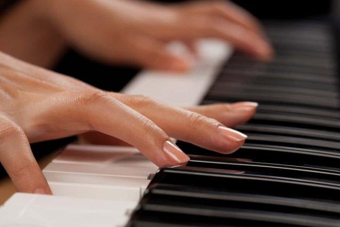 تمرین با تکنیک مناسب پیانو