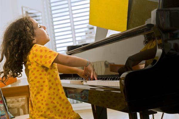 همه چیز درباره بهترین سن برای آموزش پیانو کودکان